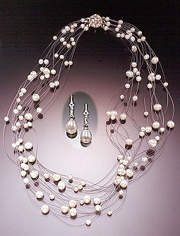 """Morgan"" floating pearl necklace"