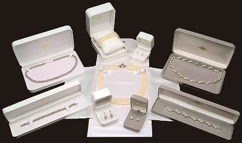 free presentation boxes with pearl jewelry
