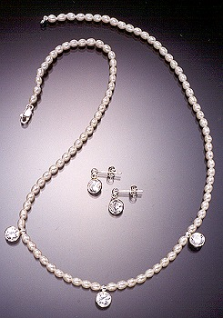 """Sela"" pearl necklace"
