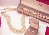 pearl jewelry in elegant gift boxes